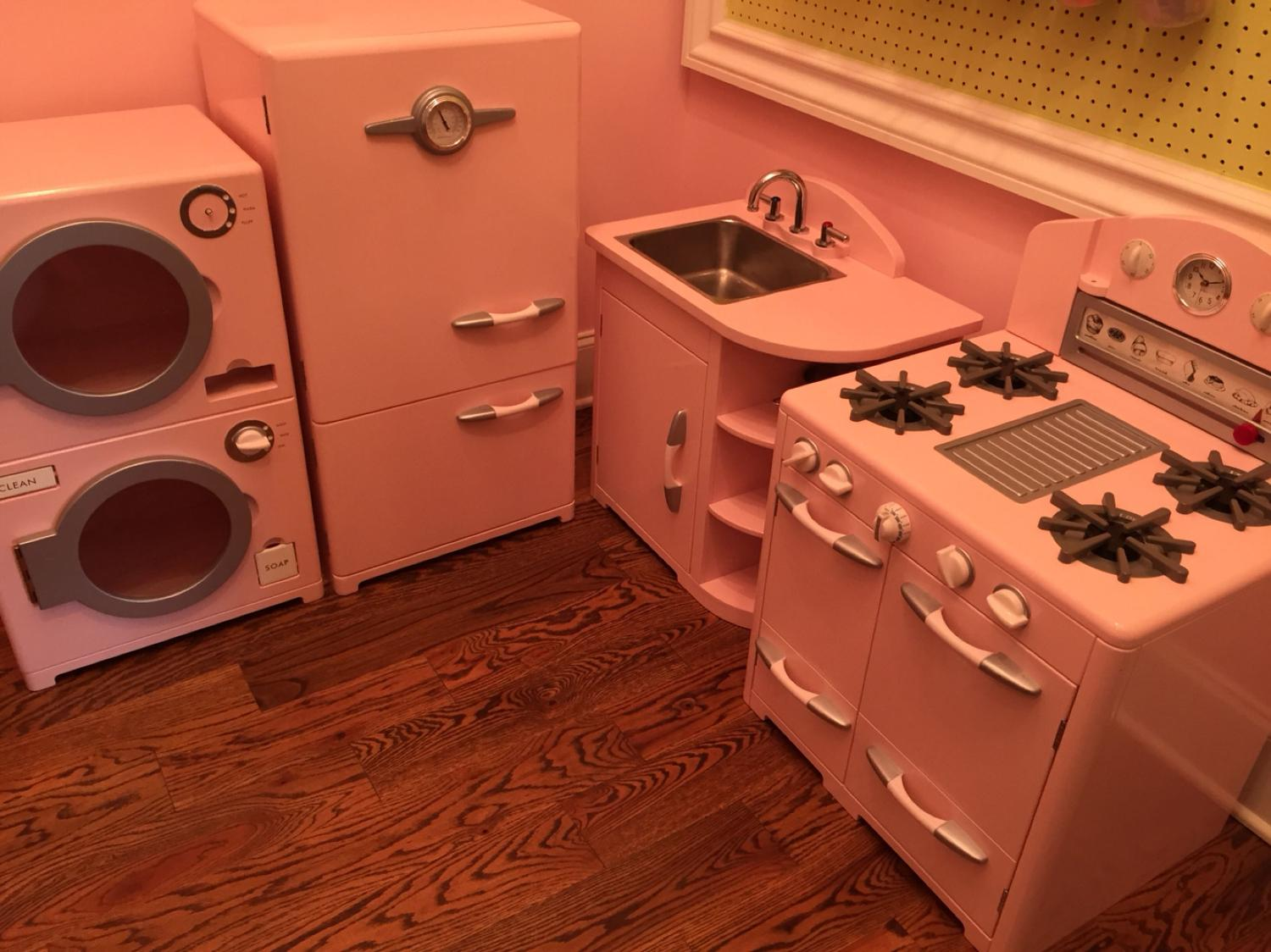 Pottery barn kids retro kitchen set plus washer / dryer