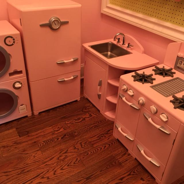 Pottery barn kids retro kitchen set plus washer / dryer