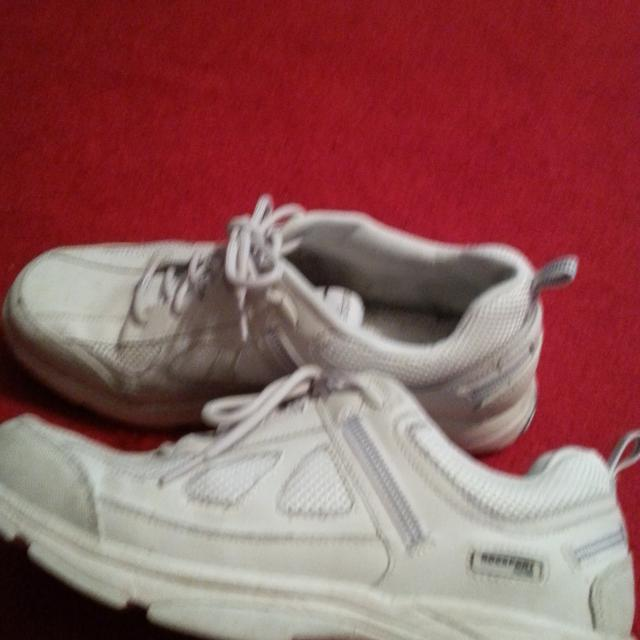 Men S Rockport Tennis Shoes Size 13 Have Two Pair 20 A