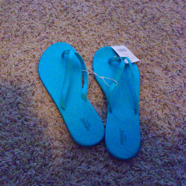 b72b562db88d1 David s Bridal Flip Flops Teal Blue (malibu Color) for sale in Maple  Valley