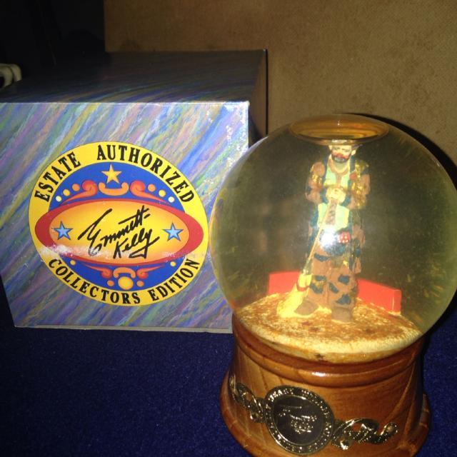 Emmett Kelly Collectors Edition clown Music globe
