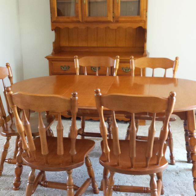 Find more Kroehler Solid Maple Dining Room Set With China Cabinet ...