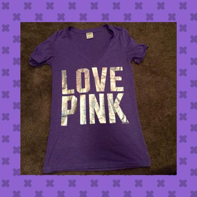 157fff1a621d4 Victoria secret pink extra small V-neck T-shirt