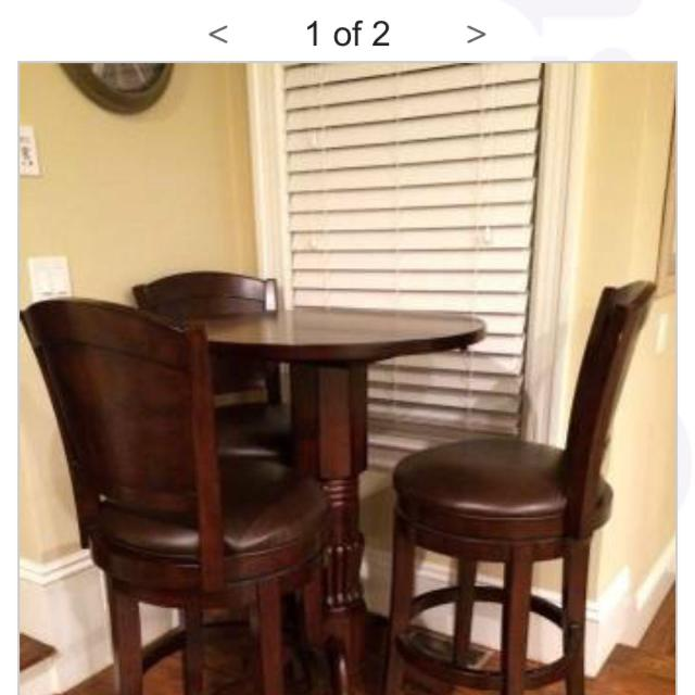 Raymour Flanigan Pub Table W 2 Chairs