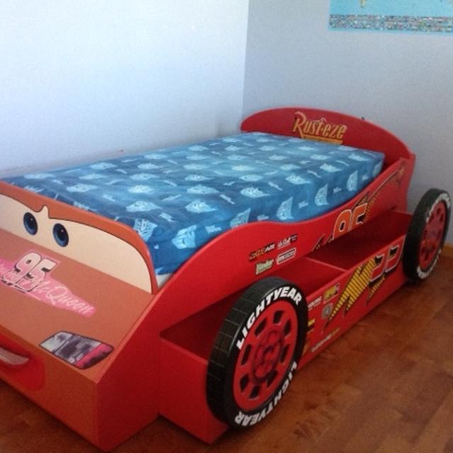 Lightning Mcqueen Racecar Bed