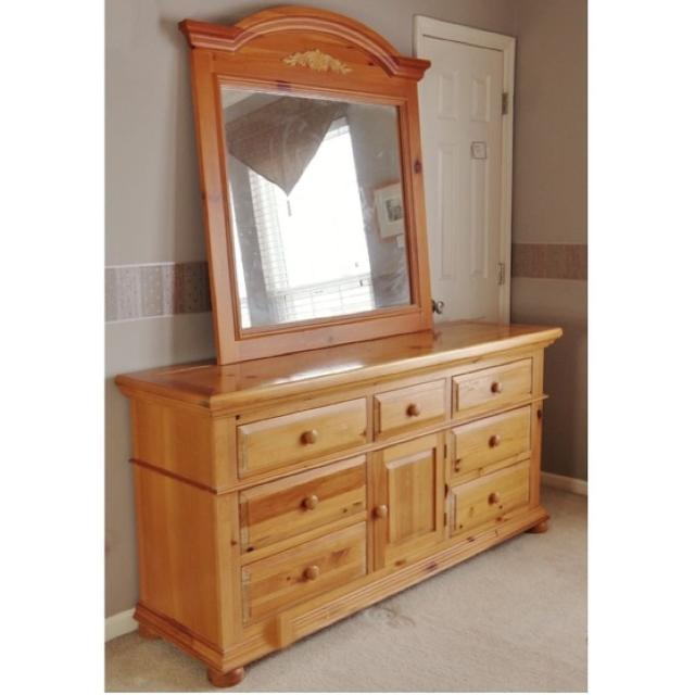 Broyhill Fontana Dresser And Mirror