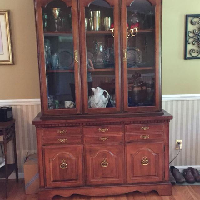 Broyhill China Cabinet Hutch Price Reduced 225 Must