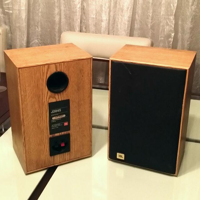 JBL J2045 Vintage Bookshelf Speakers