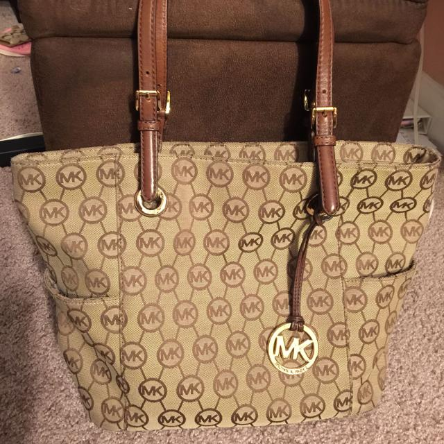 7f4a5f80a26af0 Find more Used Michael Kors Purse for sale at up to 90% off