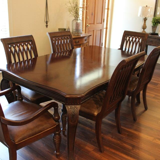 Bernhardt Dining Table With 2 Leaves And 8 Chairs