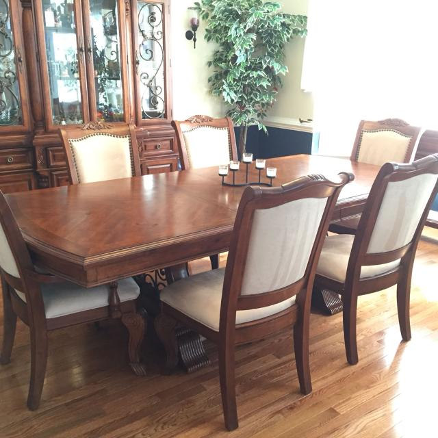 Thomasville Dining Room Set W Lit Hutch Buffet And 6 Chairs