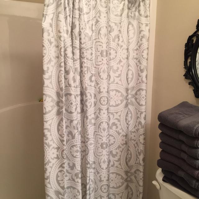 Tahari Home Shower Curtain EUC Only Had It Up For A Month Paid