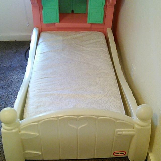 Fisher Price Toddler Dollhouse Bed W Mattress
