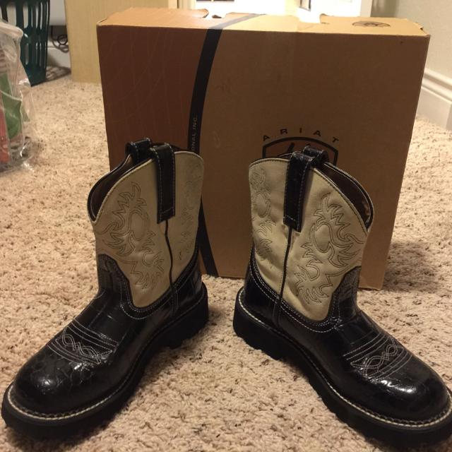 Find more Ariat Fatbaby Boots Size 6 1/2 B-black And Cream. Guc ...