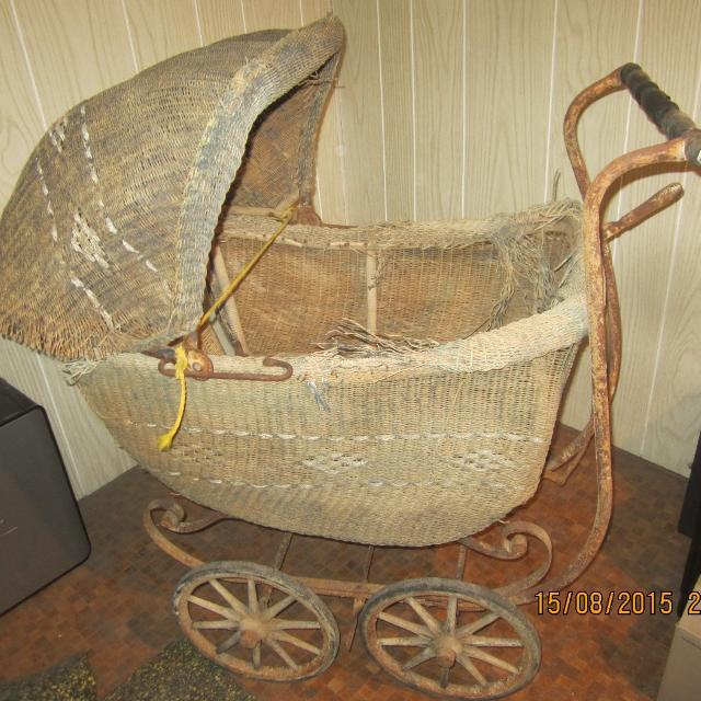 antique wicker baby carriage for parts or restoration