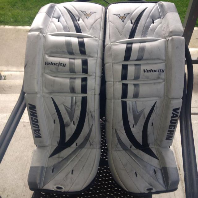e84352968f5 Find more Vaughn V5 Velocity 7110 Goalie Pads. 26+1.5
