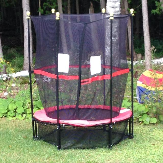 5ft Trampoline With Enclosure Poles Have Foam Covers We Just Didnt Put