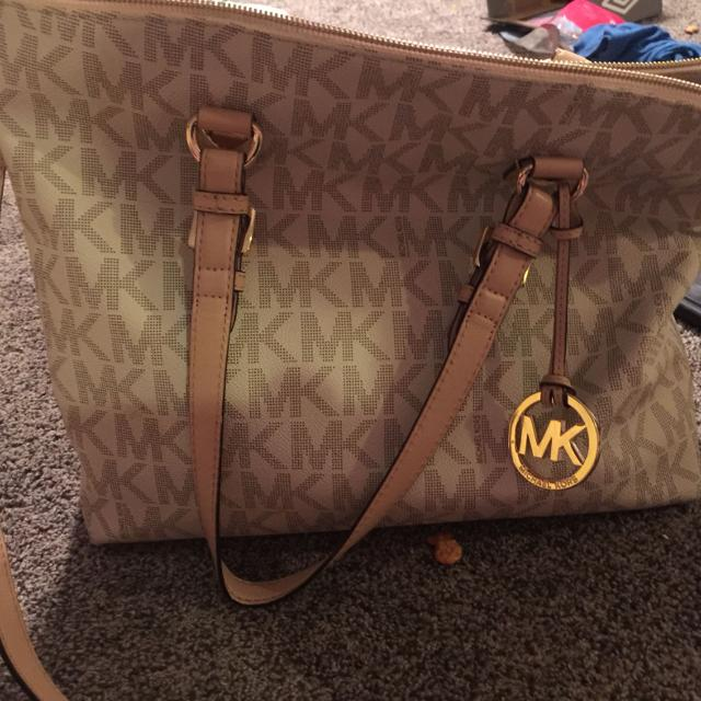 Authentic Michael Kors Purse Can Be Used As Shoulder Bag Or Crossbody Retails