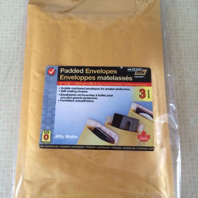 2 Brand New Size 0 6 X 10 15 2cm X 25 3cm Bubble Cushion Padded Envelopes With Self Seal Closure 0 75