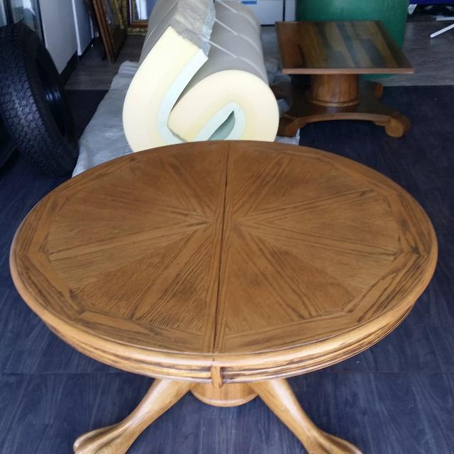 Very Nice Round Oak Coffee Table With Claw Feet 41 Inches Around 21 High No Holds