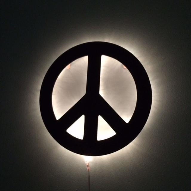 Pb Peace Sign Light Up Wall Lamp