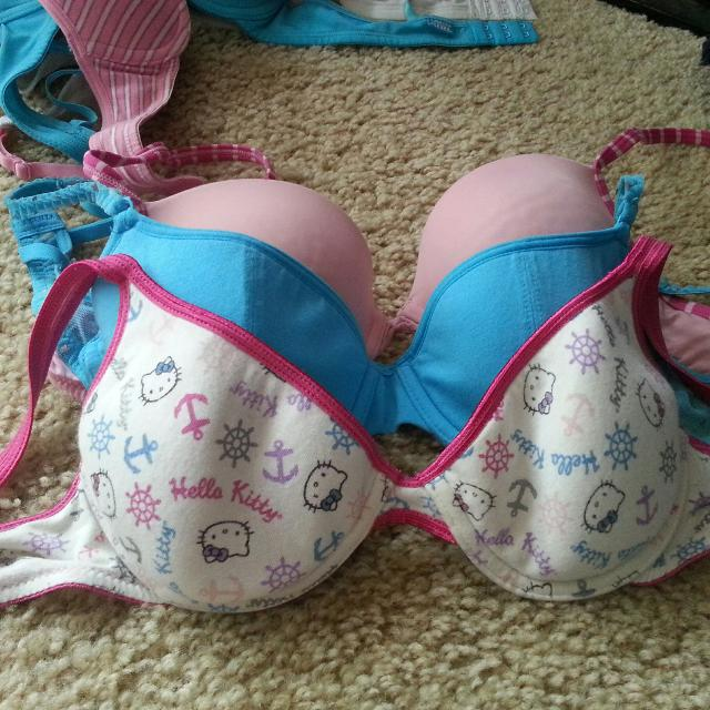 a8aa154d3 Best A Teen Bra Lot Hello Kitty Lasenza 34/36 for sale in Nanaimo, British  Columbia for 2019
