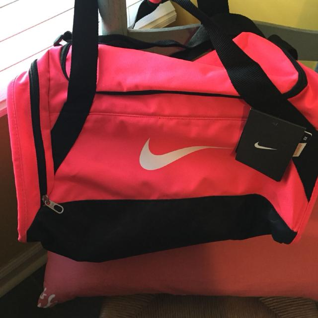 Find more Nike Small Hot Pink Duffel Bag. Nwt.  12 Cash. Germantown ... 37acddadd