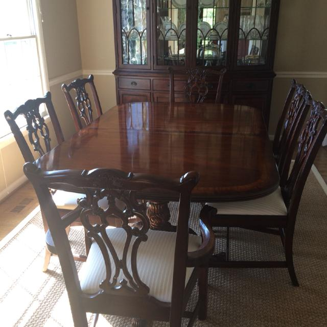 Drexel Heritage Mahogany Dining Table 6 Chairs And Breakfront China Cabinet 1 500
