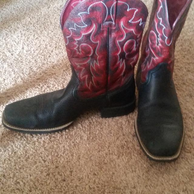365f2951b1a Barely worn Ariat cowboy boots bought for 225 selling for 130. Flat heel  rubber sole leather boots size 12 in mens.