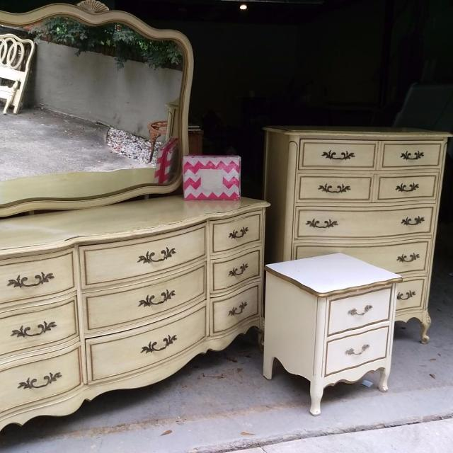 find more price reduction vintage 5 pc french provincial bedroom set in light yellow gold. Black Bedroom Furniture Sets. Home Design Ideas