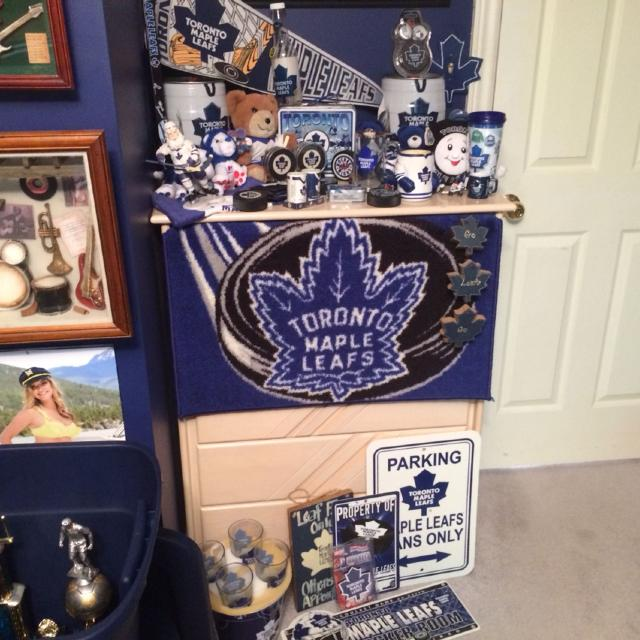 d25db9e5c Find more Lots Of Toronto Maple Leafs Merchandise