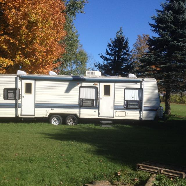 30ft Sand Piper Tow Behind Camper