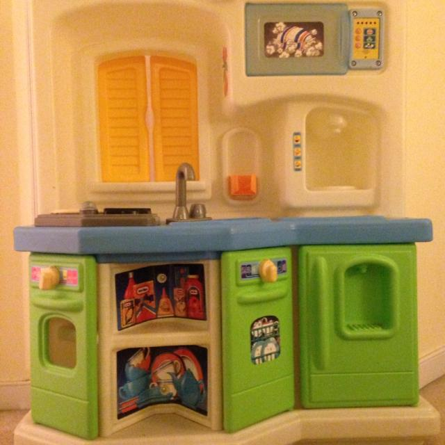 Find more Little Tikes Kitchen Set. Microwave Works. One Yellow ...
