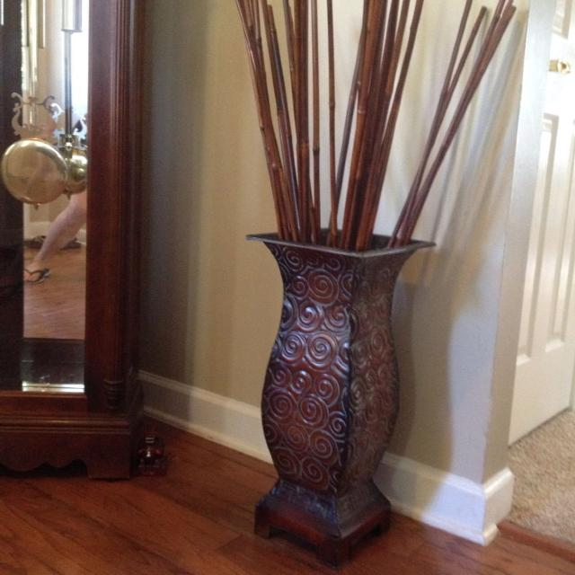 Metal Decorative Vase Stand With Bamboo Sticks