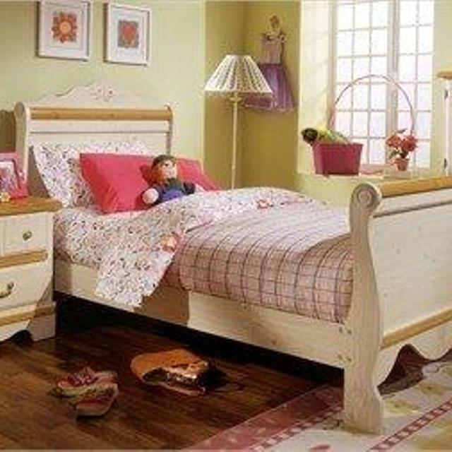 Find more Kathy Ireland Princess Bouquet Twin Bed Frame And Dresser ...