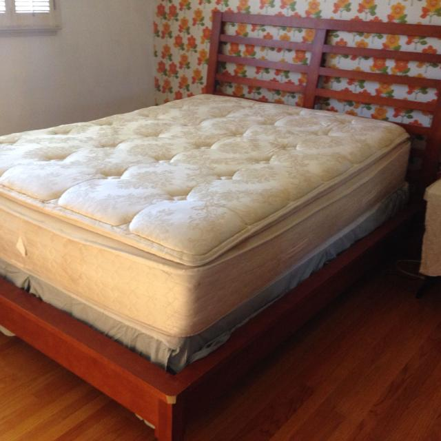 Best used queen size mattress box spring bed frame for Buy used mattress online