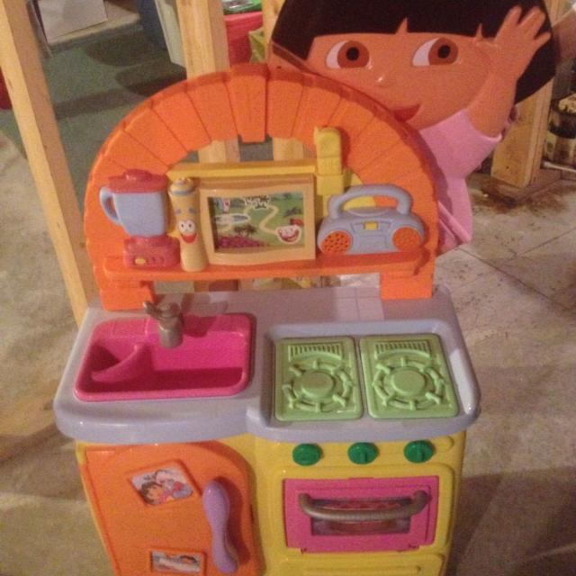 Dora The Explorer Talking Kitchen Paid Over 100 00 Asking 59