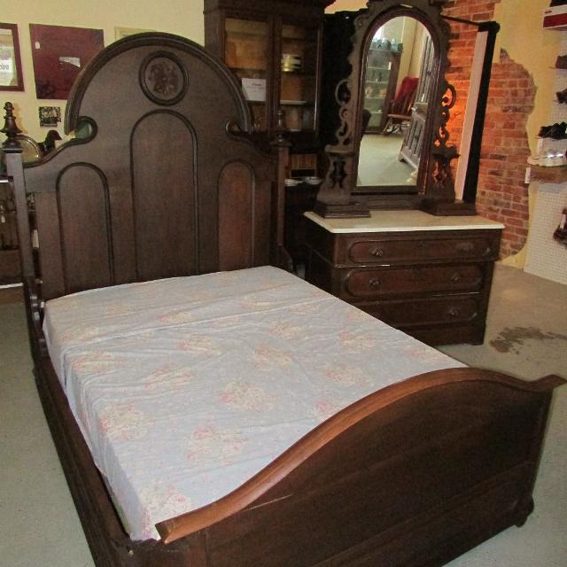 1800\'s Victorian Full Size Bedroom Set Marble Top