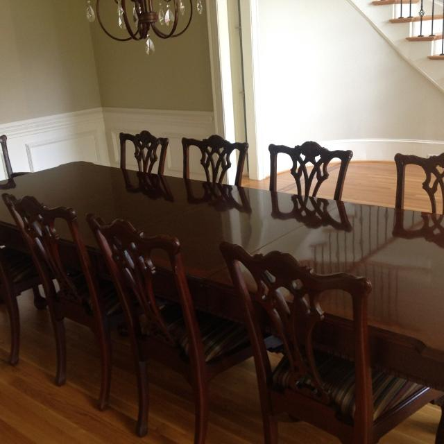 Henredon Dining Room Table With 2 Leafs And 12 Chairs