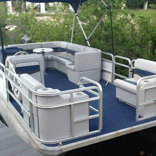 1999 18 foot Pontoon Boat - $4000