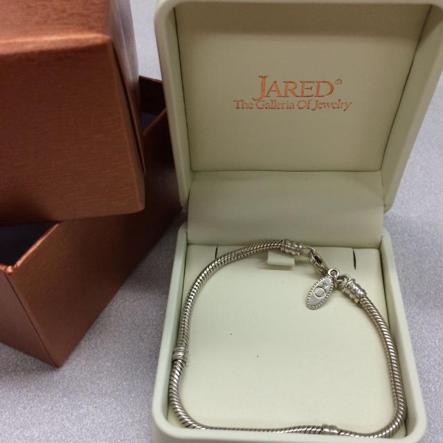 Find More Reduced Authentic Pandora 7 Inch Bracelet In Jared S Pandora Gift Box Great Christmas Gift For Sale At Up To 90 Off