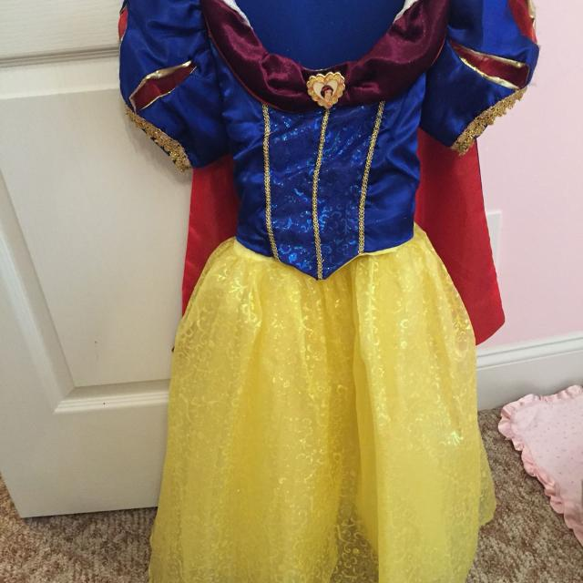 Size 6/7 Snow White dress from Disney world