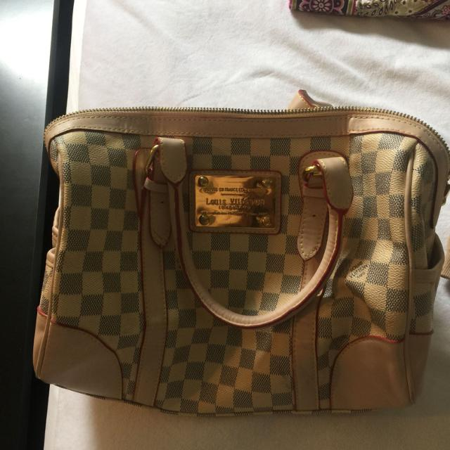 3bc48f522cad Find more Fake Louis Vuitton Bag. Bought In New York City For  40 ...