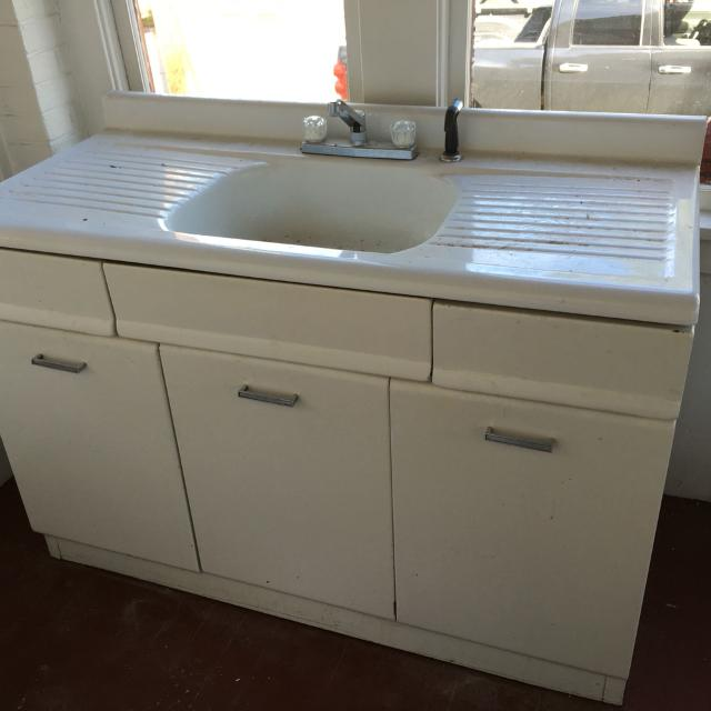 Vintage, American Kitchen\'s porcelain farmhouse drain board sink. More  pictures in comments!
