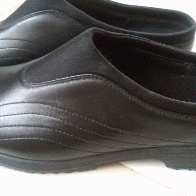 91d15e8eb77 *****REDUCED to $25!***** Slip resistant work shoes, Red Wing brand WORX  ladies shoes, size 8 1/2.