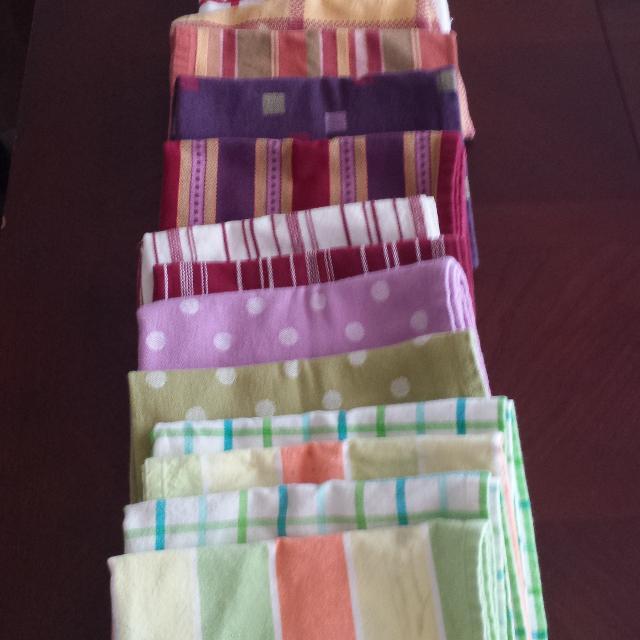 14 Pampered Chef kitchen towels