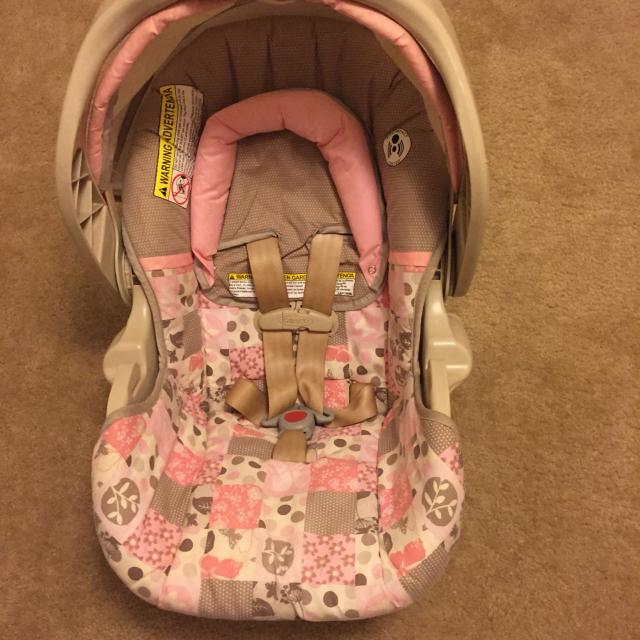Best Barley Used, Baby Girl Graco Infant Car Seat! For