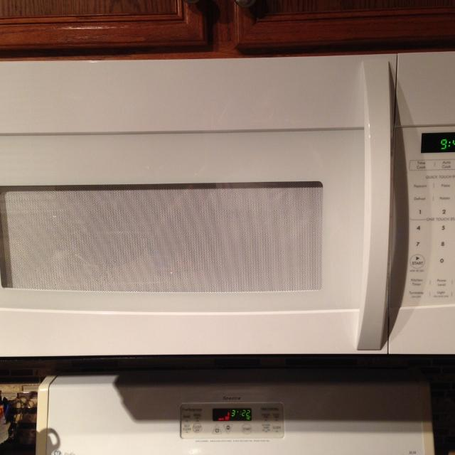 Kenmore Over The Range Microwave White Excellent Condition
