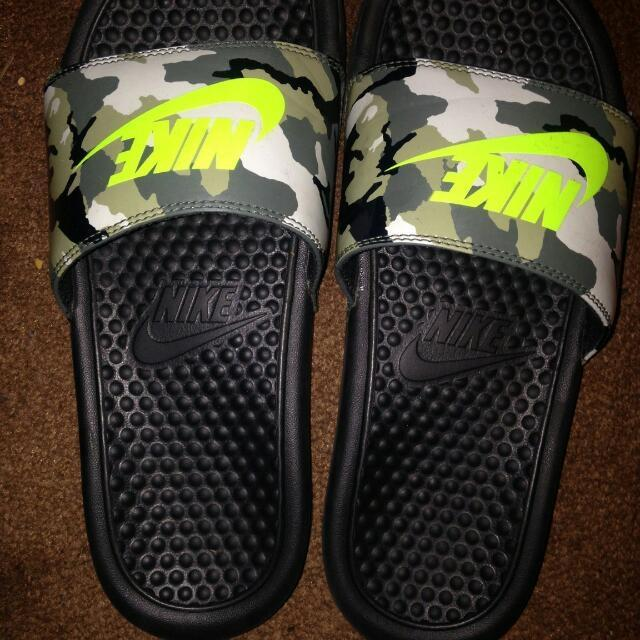 ee2f0676bff11e Find more Nike Slides For Sale Size 6 Youth for sale at up to 90% off