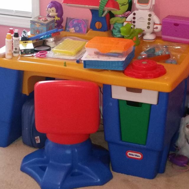 Little Tikes Art Desk With Drawers